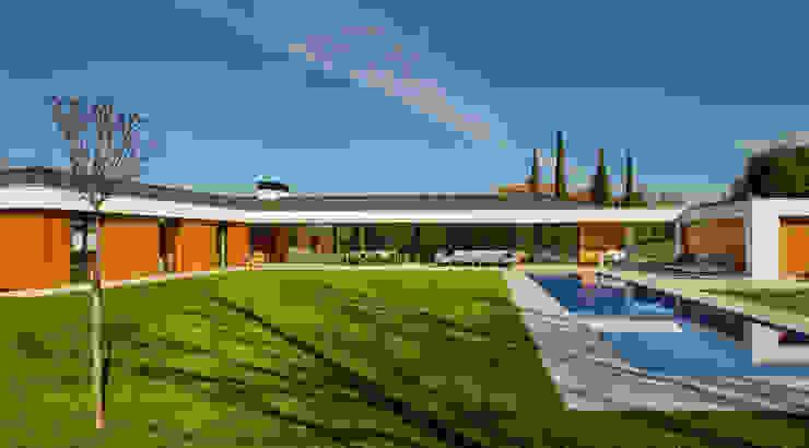 Fachada al jardin Casas estilo moderno: ideas, arquitectura e imágenes de DECONS GKAO S.L. Moderno Madera Acabado en madera