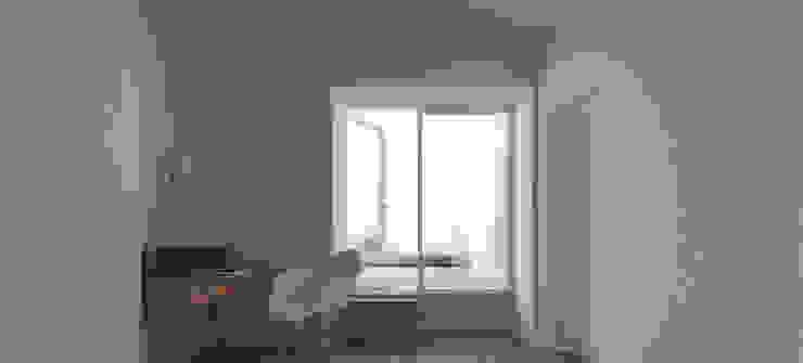 Quarto com acesso ao logradouro Quartos modernos por atelier mais - arquitetura e design Moderno