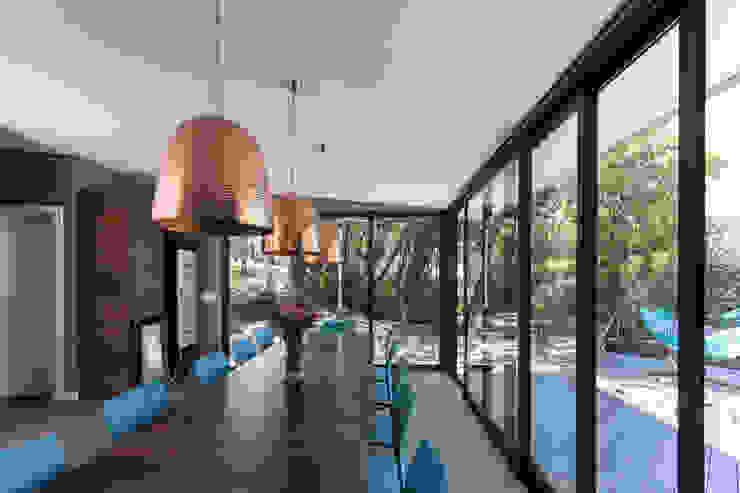 Comedores de estilo moderno de sacha zanin arquiteta Moderno
