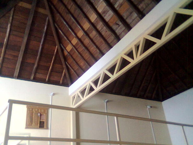 ESTUDIO DE ARQUITECTURA C.A Colonial style media room
