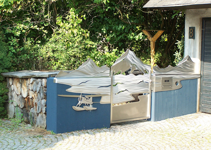 Taman oleh Edelstahl Atelier Crouse - individuelle Gartentore, Modern Metal
