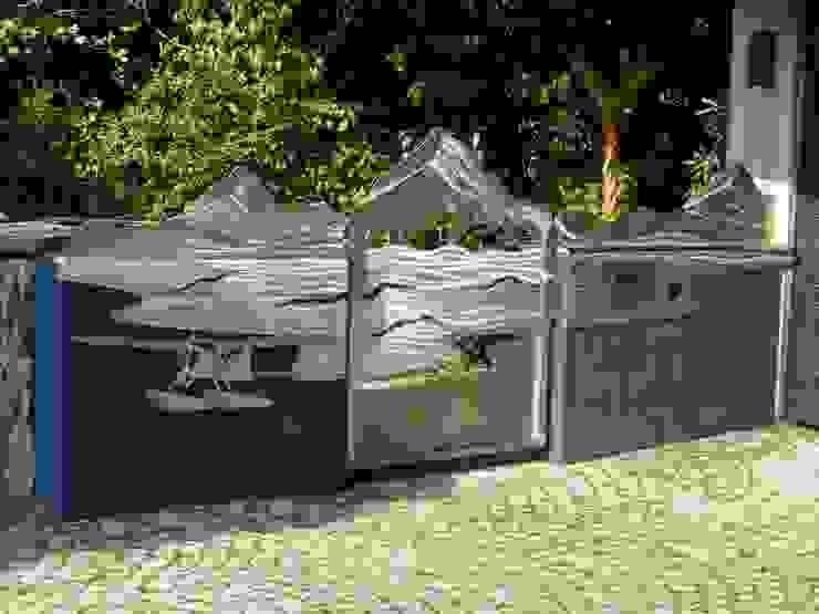 """Tore aus Edelstahl, """"Yukon Moderner Garten von Edelstahl Atelier Crouse: Modern Metall"""