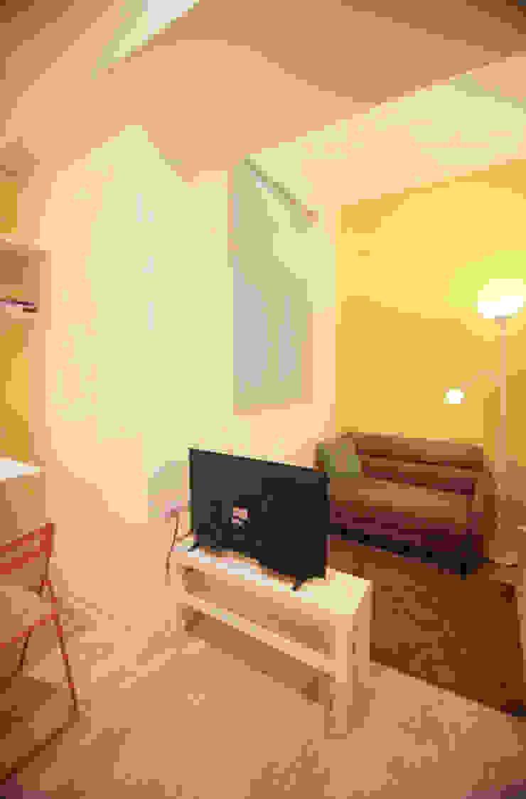 Apartment Renovation Minimalist living room by Studio Sohaib Minimalist