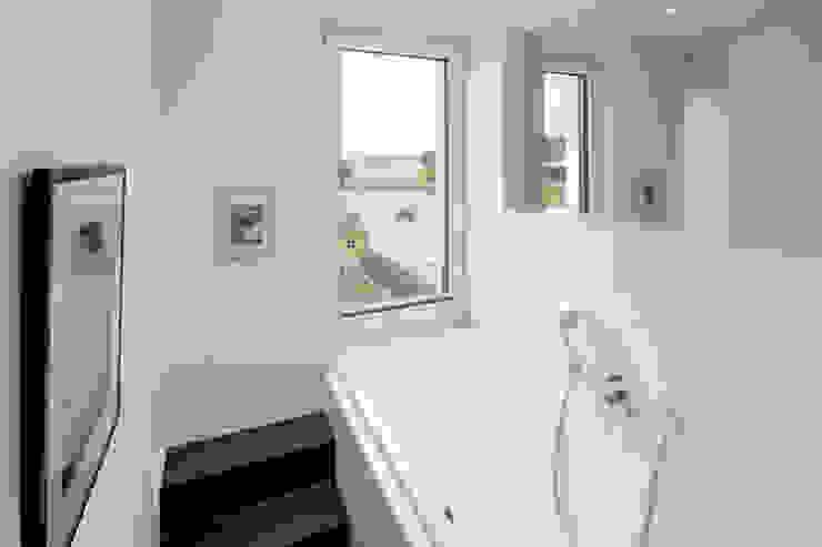 Modern bathroom by Ferreira | Verfürth Architekten Modern