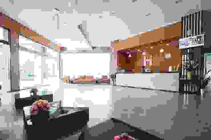 โรงแรม hansanan โดย scaleup architects โมเดิร์น ไม้ Wood effect