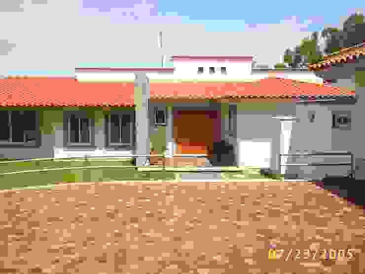 CASA WILMA Casas de estilo clásico de SG Huerta Arquitecto Cancun Clásico Caliza