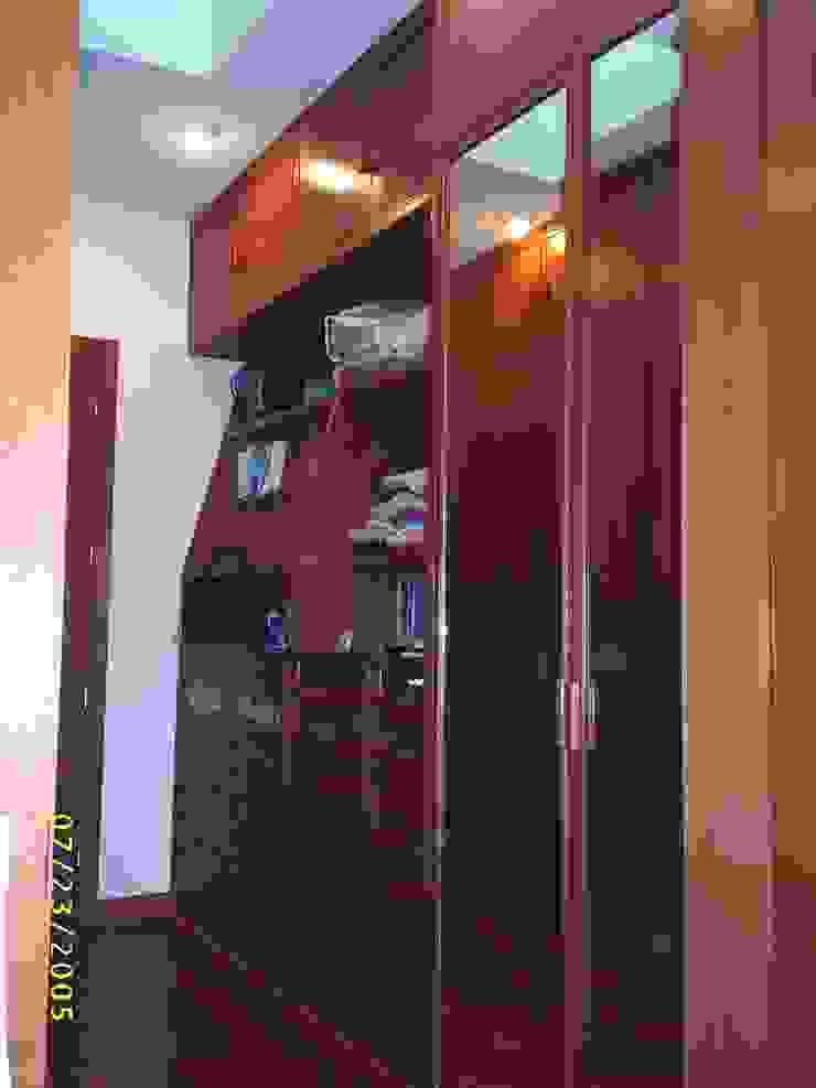 CASA WILMA Vestidores clásicos de SG Huerta Arquitecto Cancun Clásico Madera maciza Multicolor