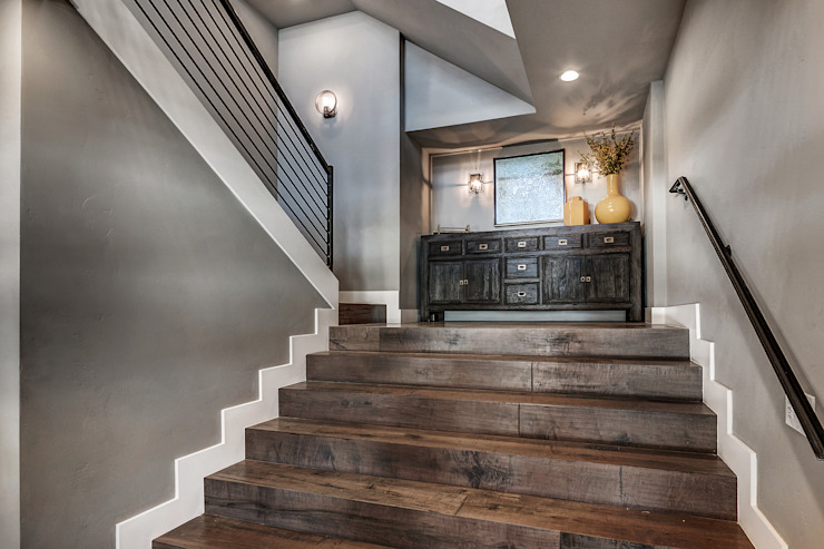 Award Winning Winslow Project Classic style corridor, hallway and stairs by Futurian Systems Classic