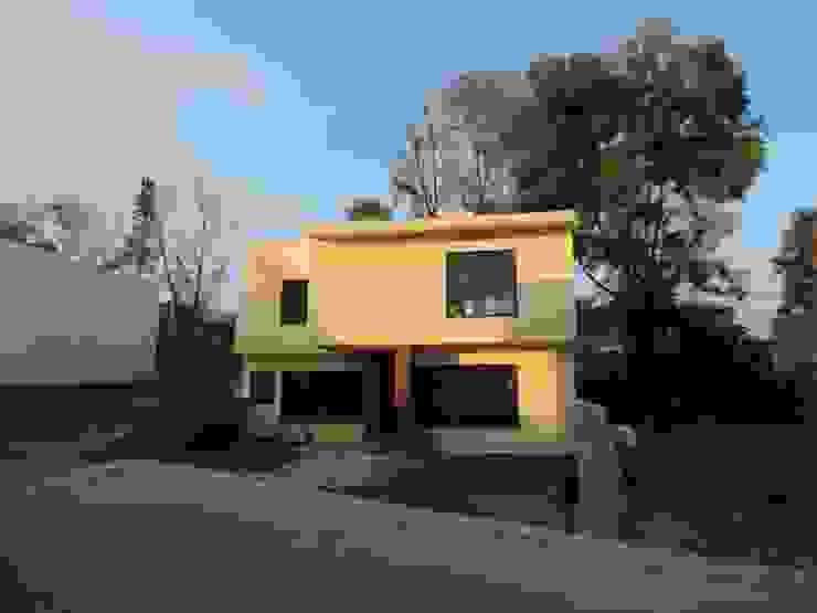 Fachada principal de la vivienda. Casas modernas de Habitaespacio Moderno