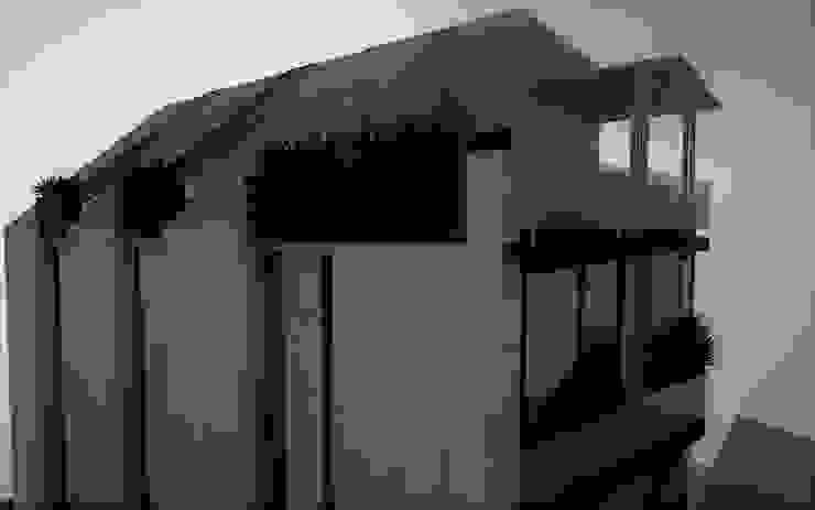 Vista parcial de la fachada trasera, terraza y spa. Casas modernas de Esse Studio Moderno Concreto