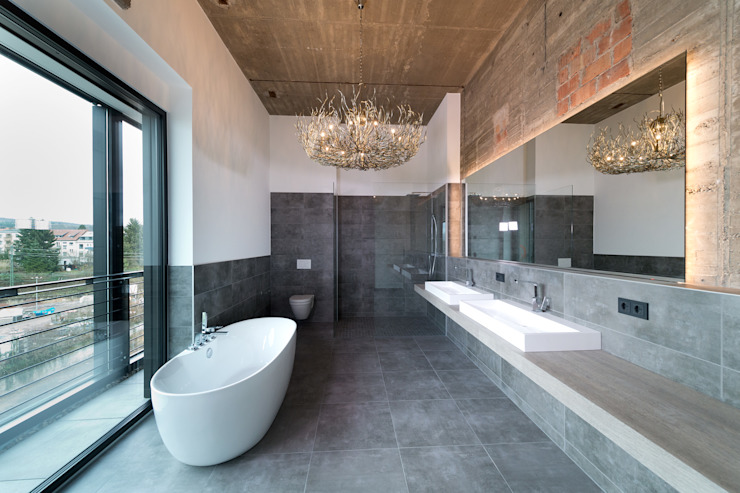 Industrial style bathroom by Hauser - Architektur Industrial