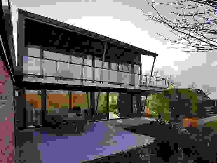 Transparante tuingevel Moderne tuinen van Erik Knippers Architect Modern