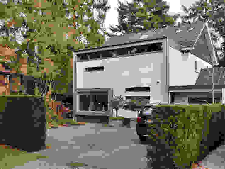 Gevels in stucwerk en zink Minimalistische huizen van Erik Knippers Architect Minimalistisch