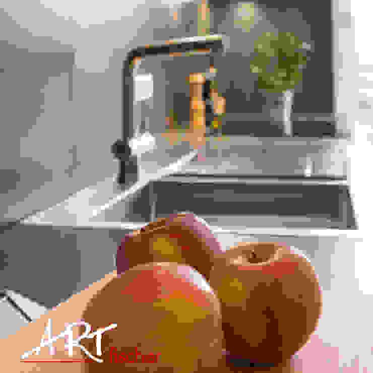 Moderne Einbauspüle aus Edelstahl:  Küche von ARTfischer Die Möbelmanufaktur.,Modern