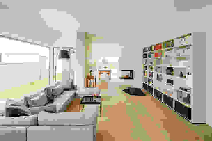 Moderne woonkamers van Ferreira | Verfürth Architekten Modern