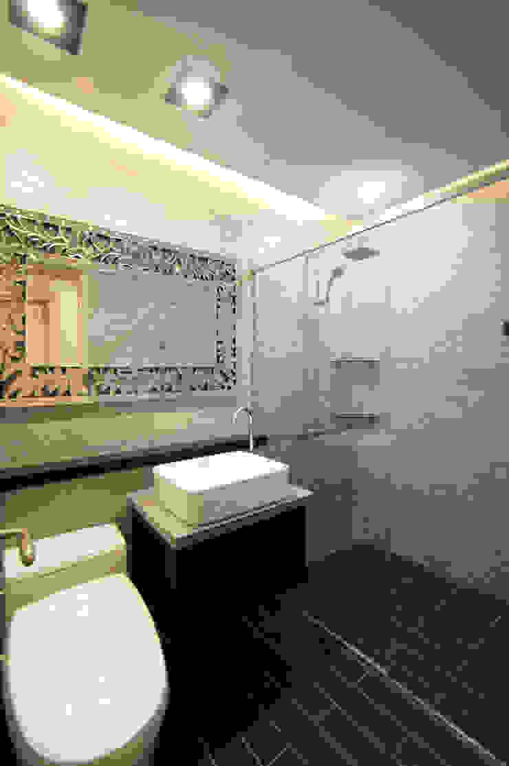 일산 장항동 SK M시티 58평형 모던스타일 욕실 by 스토리희 디자인 모던