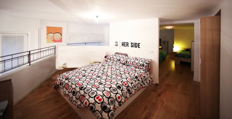 Graphic Designer Loft Camera da letto in stile industriale di LAB43 Industrial