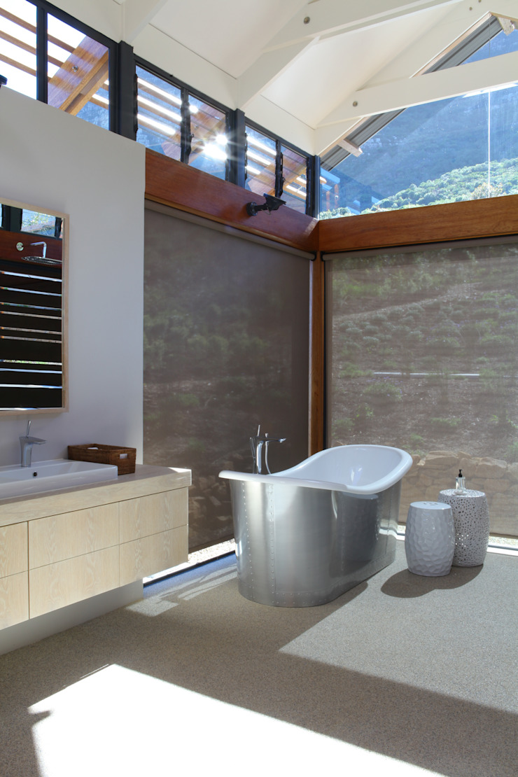 M&M Designs Baños de estilo moderno