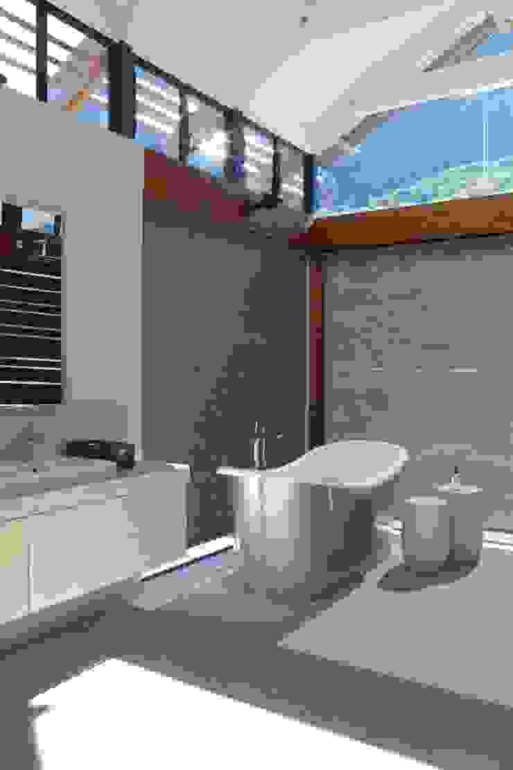 M&M Designs Modern bathroom