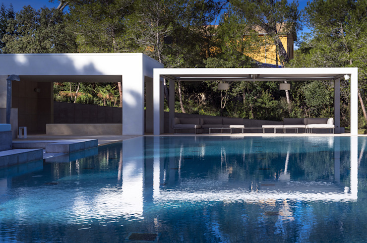 Moderne Pools von Tono Vila Architecture & Design Modern