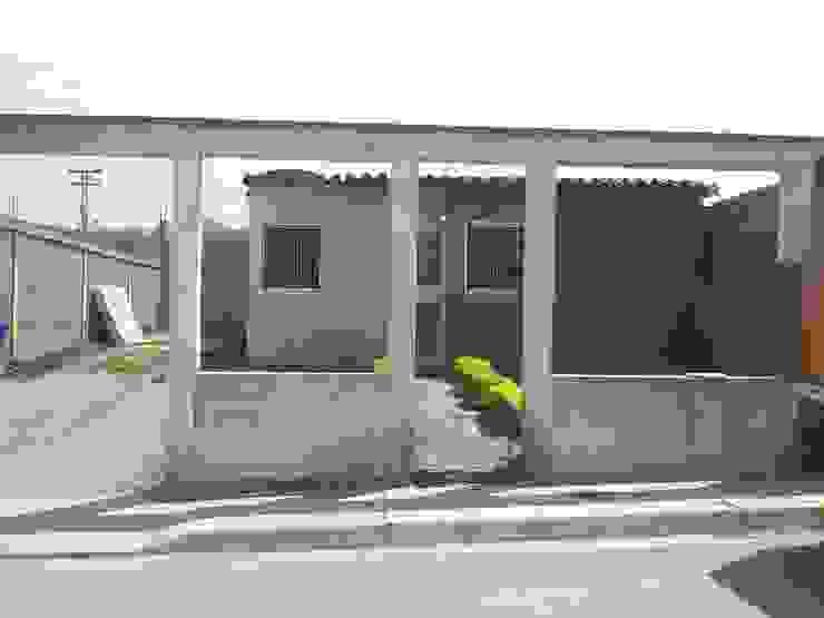 Cerca de frente Existente Casas modernas de Arq. Alberto Quero Moderno Concreto