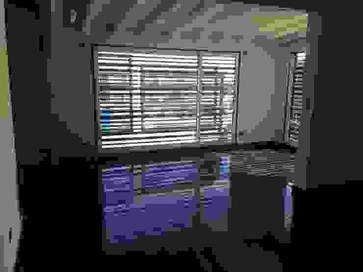 ESPACIOS INTERNOS Salas modernas de Arq. Alberto Quero Moderno Concreto