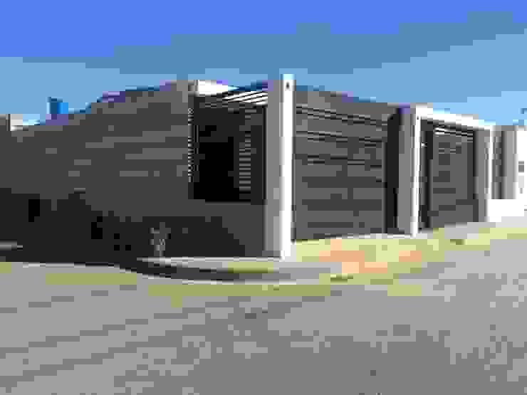Modificacion de fachada Principal Casas modernas: Ideas, diseños y decoración de Arq. Alberto Quero Moderno Concreto