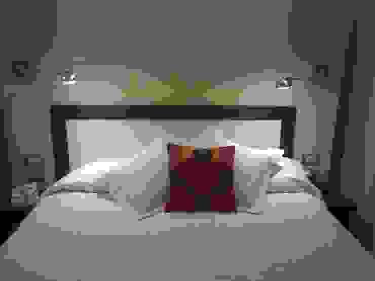 モダンスタイルの寝室 の D&C Interiores モダン