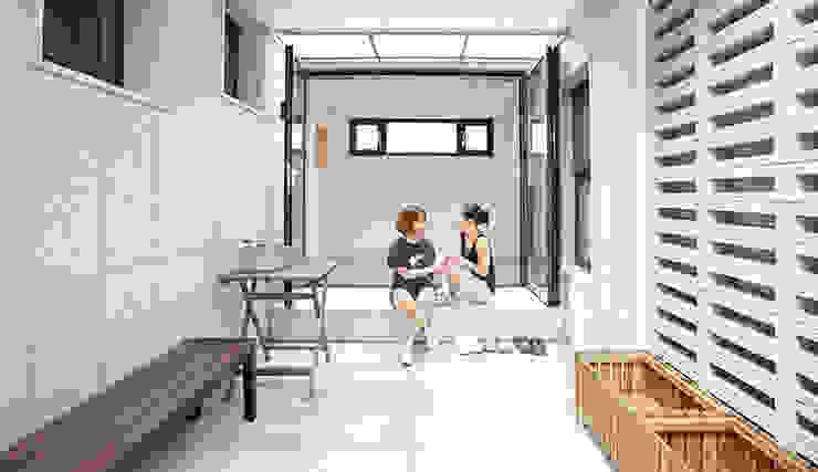 Modern balcony, veranda & terrace by homify Modern Granite