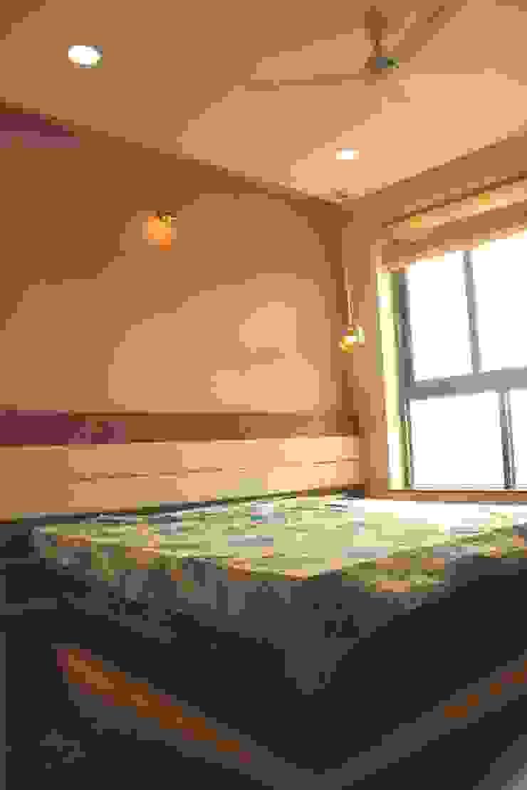 Mr. Jitendra Pathak Modern style bedroom by GREEN HAT STUDIO PVT LTD Modern