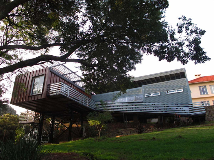 Off the grid house Johannesburg:  Houses by A4AC Architects, Modern Aluminium/Zinc