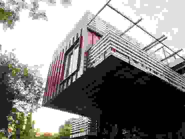 Maisons modernes par A4AC Architects Moderne Aluminium/Zinc