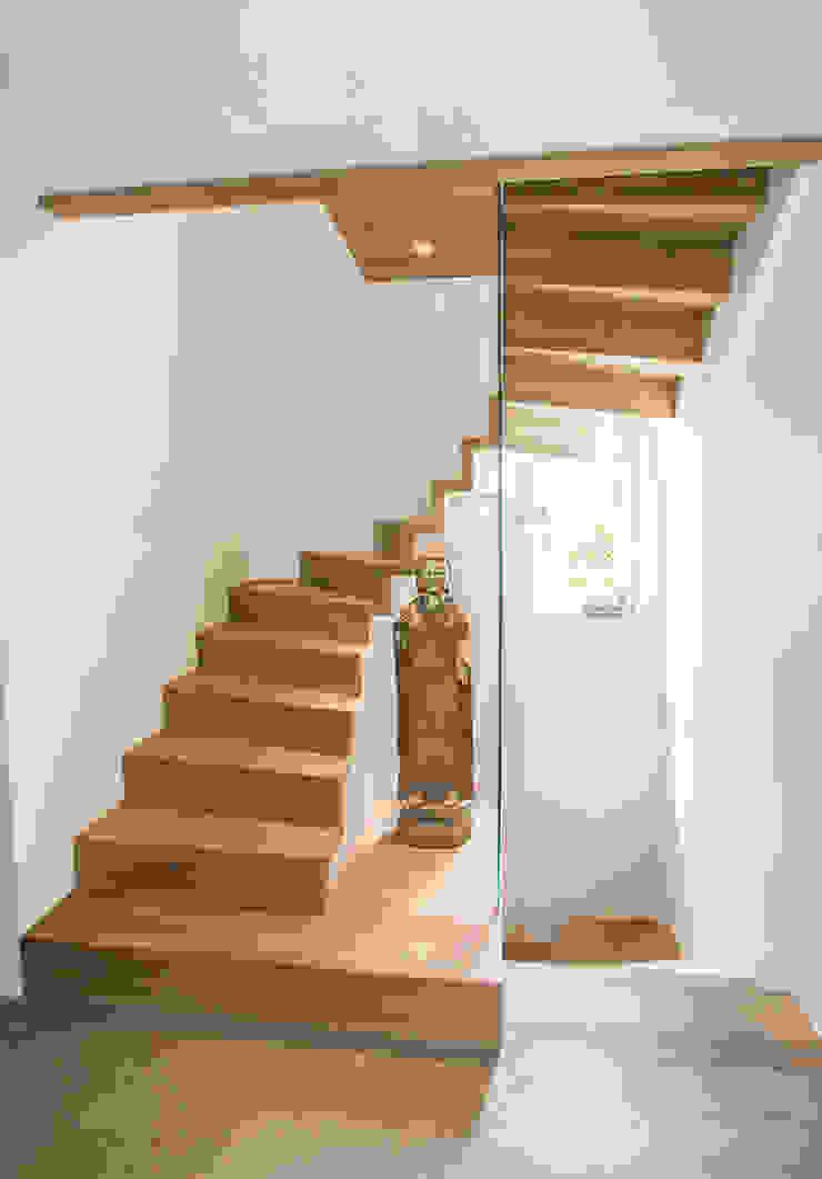 Holzmanufaktur Ballert e.K. Couloir, entrée, escaliers modernes Bois