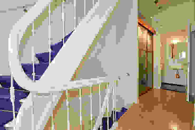 Trappenhuis Klassieke gangen, hallen & trappenhuizen van Tektor interieur & architectuur Klassiek