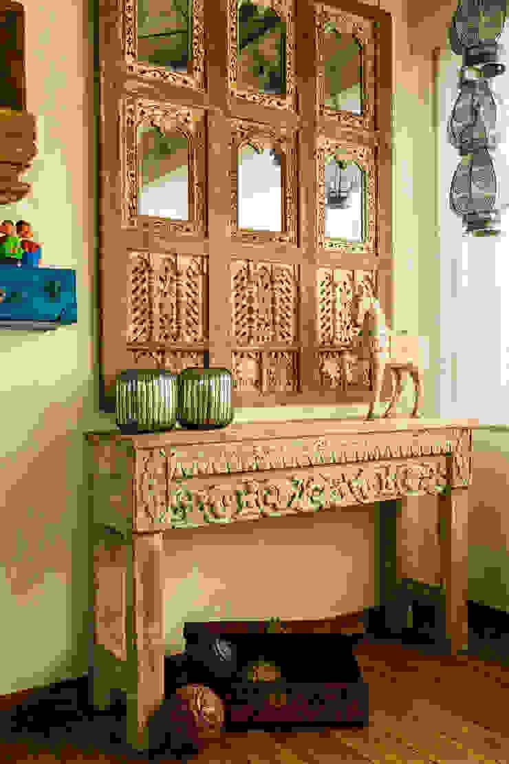 Dormitorios de estilo rústico de Turiya Lifestyle LLP Rústico Madera Acabado en madera