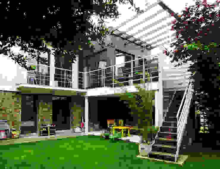 Maison à Antony Maisons modernes par ATO ARCHITECTURE Moderne Bois Effet bois