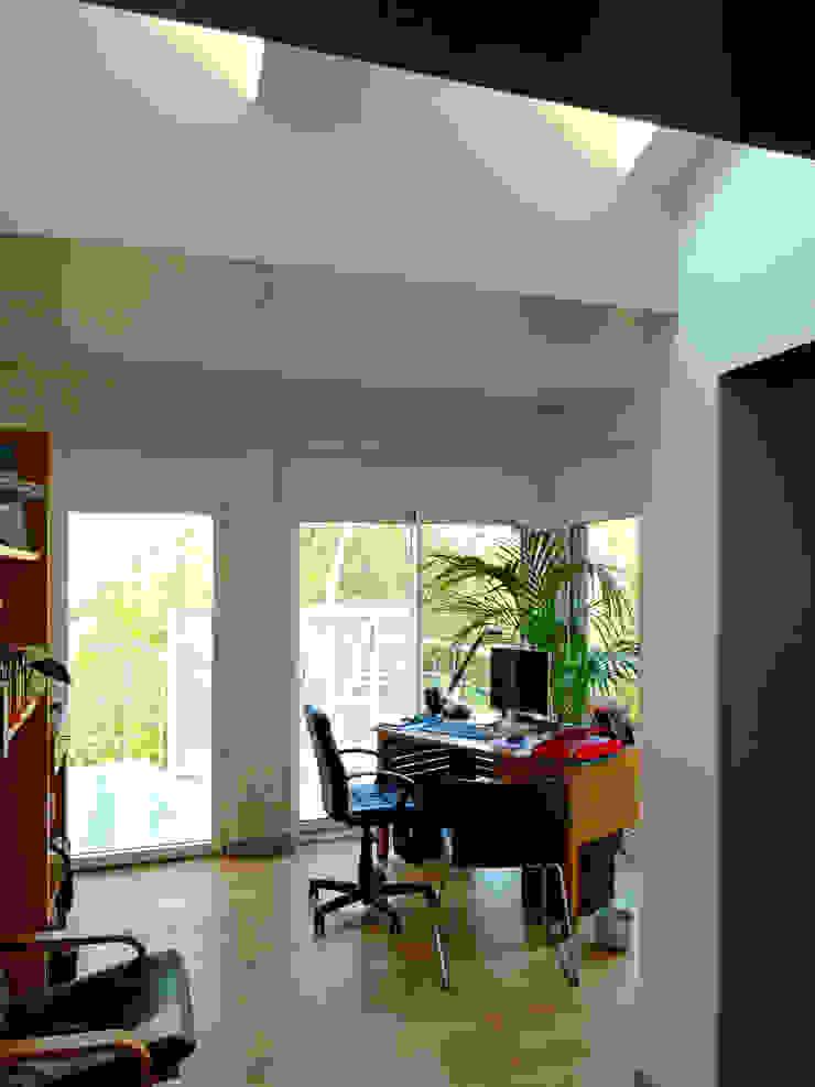 Maison à Antony Bureau moderne par ATO ARCHITECTURE Moderne