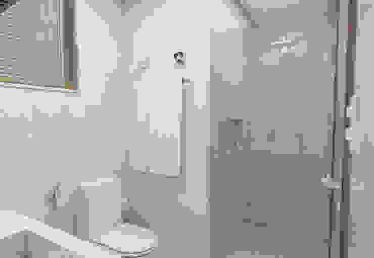 Filipe Castro Arquitetura | Design Minimalist bathroom Ceramic White