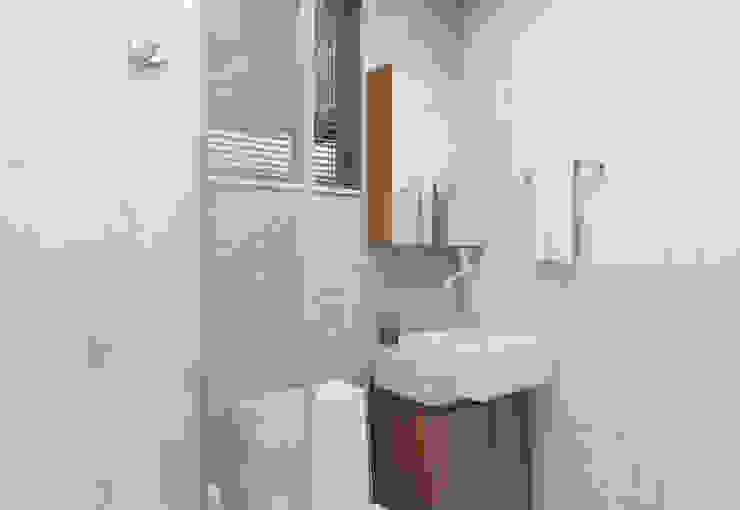 Filipe Castro Arquitetura | Design Minimalist bathroom MDF Beige