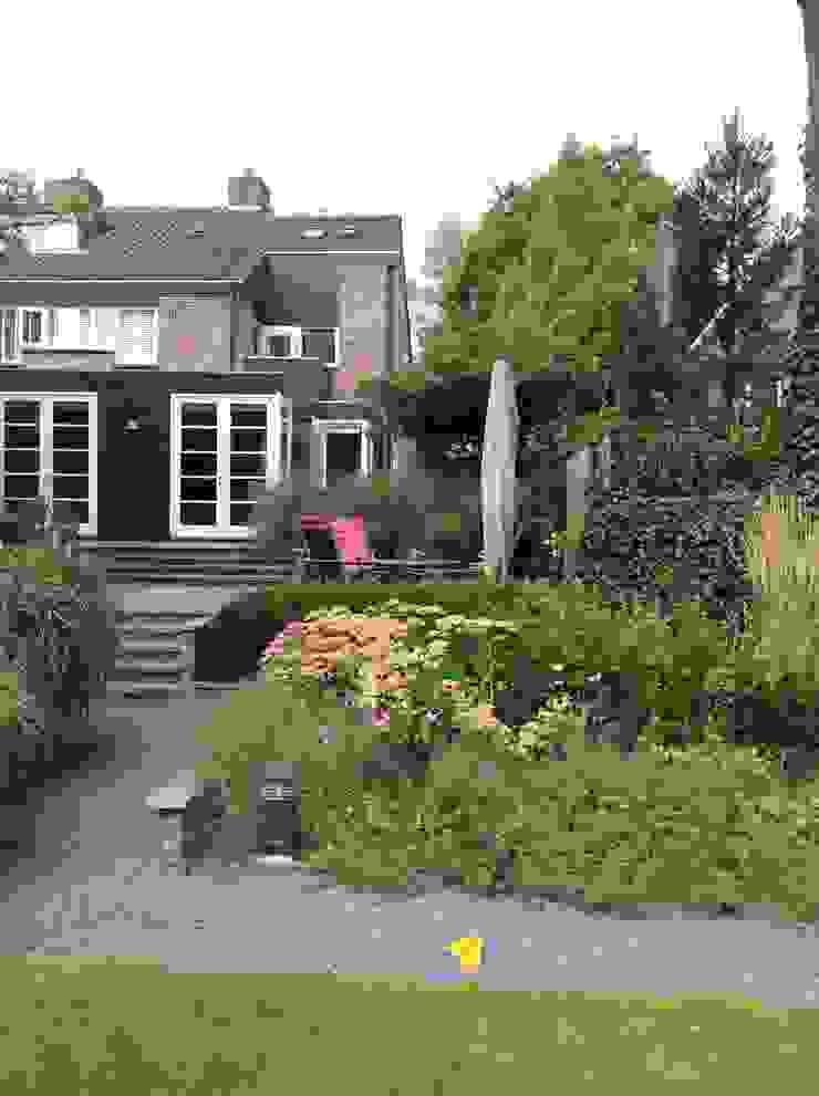 Vergroten woonhuis door aanbouw aan de zij- en achtergevel Moderne huizen van Studio Inside Out Modern Hout Hout