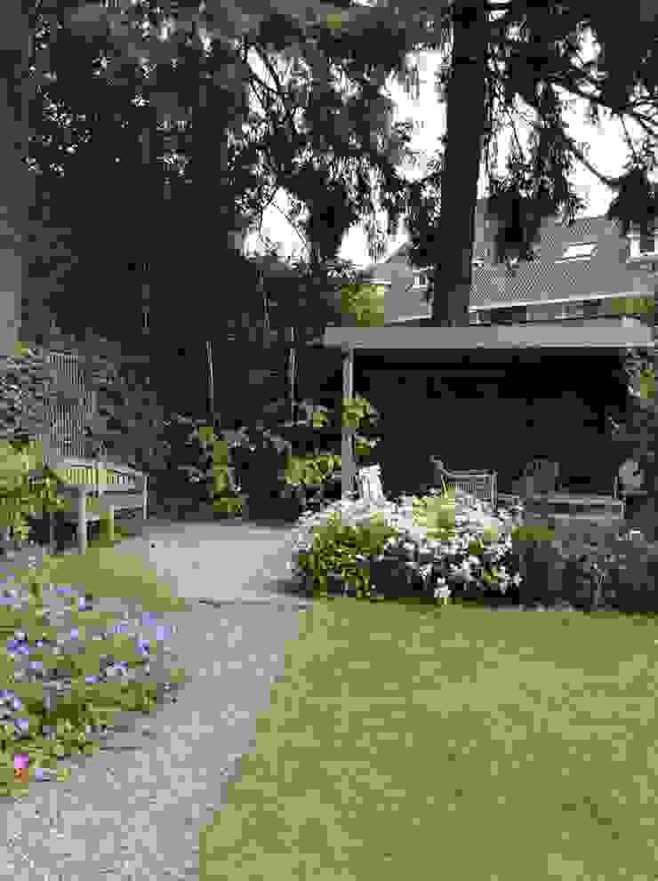 Tuin met overkapping Moderne tuinen van Studio Inside Out Modern