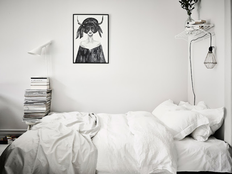 50 sfumature di bianco: Arredare total white Camera da letto in stile scandinavo di Design for Love Scandinavo
