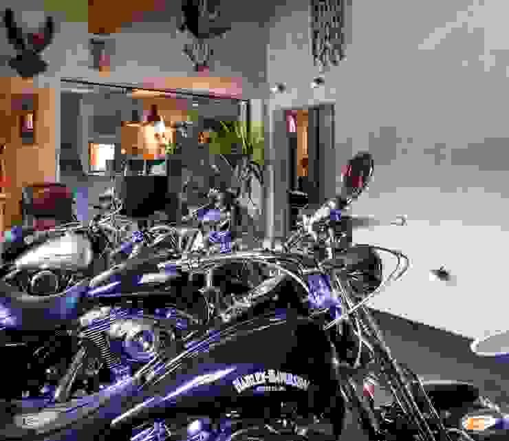 w. raum Architektur + Innenarchitektur Garage/Rimessa in stile eclettico