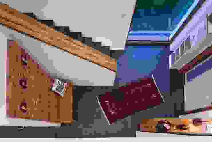 w. raum Architektur + Innenarchitektur Ingresso, Corridoio & Scale in stile eclettico