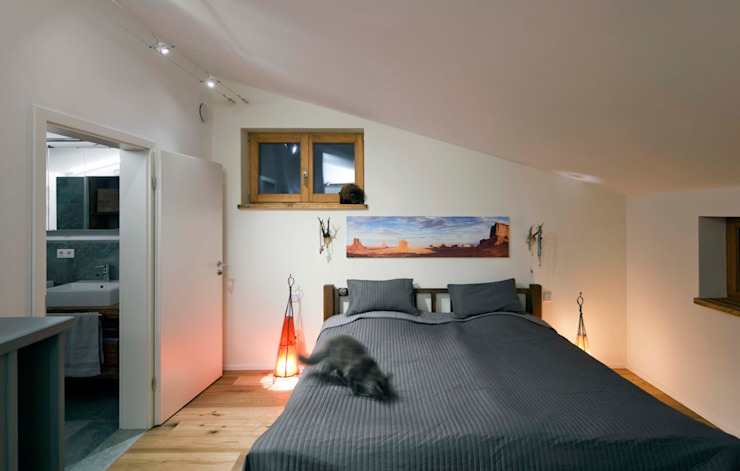 Eclectic style bedroom by w. raum Architektur + Innenarchitektur Eclectic
