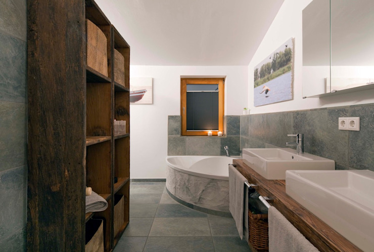 Eclectic style bathroom by w. raum Architektur + Innenarchitektur Eclectic