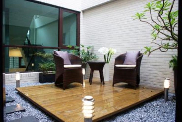 Balkon, Beranda & Teras Modern Oleh 大也設計工程有限公司 Dal DesignGroup Modern
