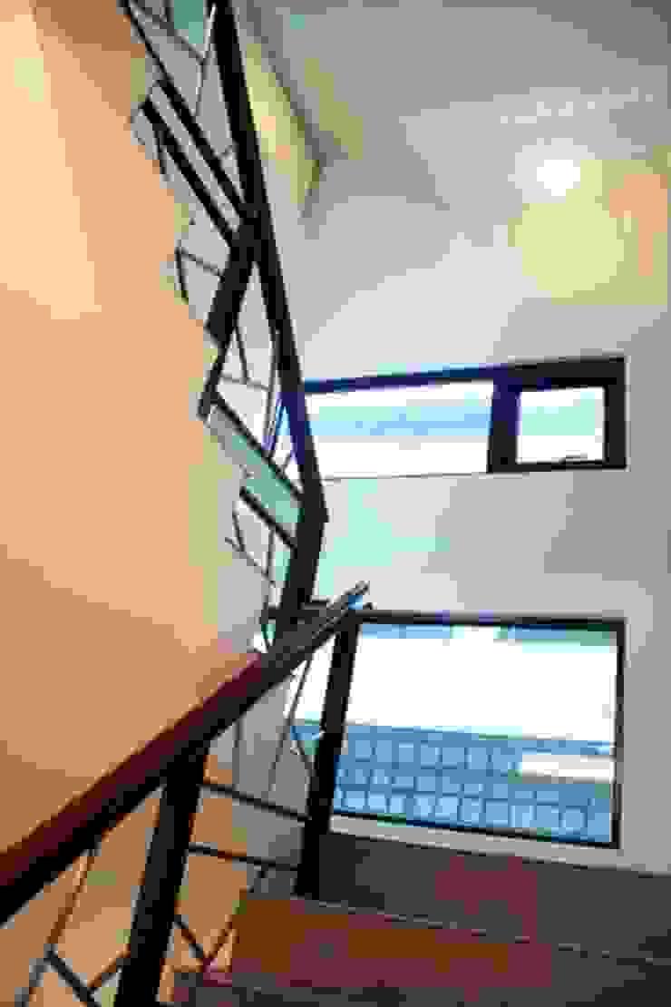 嘉義 科美建設別墅 現代風玄關、走廊與階梯 根據 大也設計工程有限公司 Dal DesignGroup 現代風
