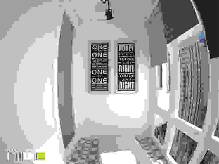 Balcones y terrazas de estilo minimalista de Мастерская интерьера Юлии Шевелевой Minimalista