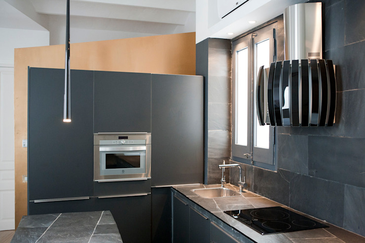 Casa Moncada Barcelona 現代廚房設計點子、靈感&圖片 根據 jorge rangel interiors 現代風